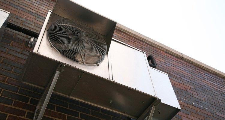 A quantidade de refrigeração exigida por um espaço residencial ou comercial faz a unidade de ar-condicionado consumir muita energia