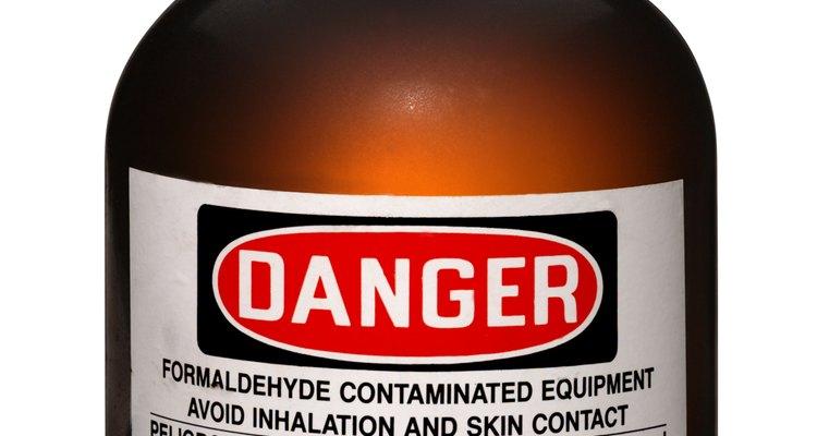 La industria química privada multinacional realiza experimentos secretos.