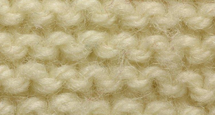 Un suéter es una prenda de vestir de punto, frecuentemente de lana, algodón o telas sintéticas, la cual cubre el tronco y extremidades superiores.