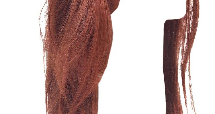 As pontas ressecadas podem fazer uma peruca sintética parecer mal cuidada