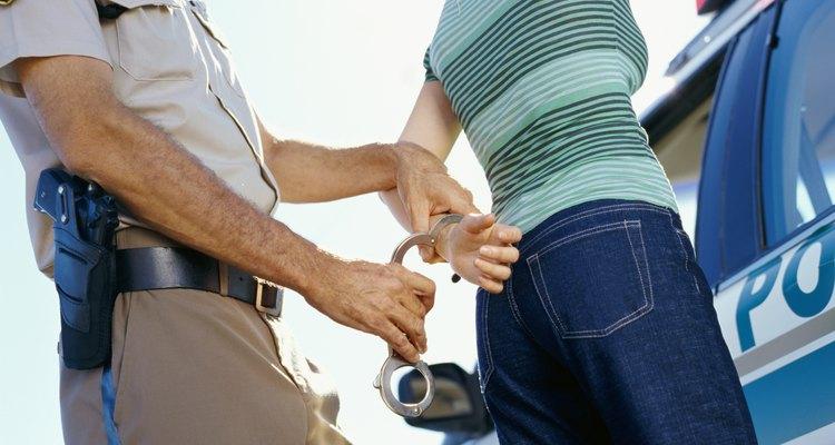 Conducir con una licencia suspendida es un delito penal.