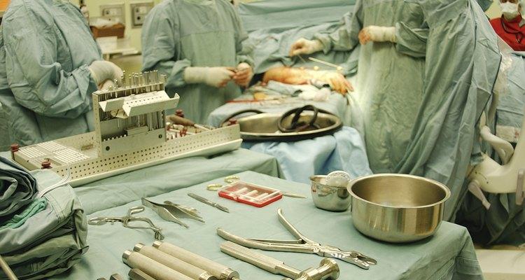 Capacitación para trabajar en salas de cirugía.