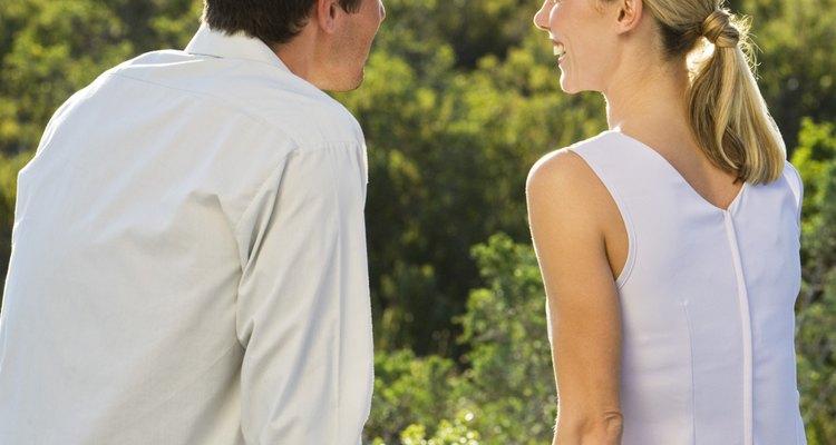 Buscar señales de que la chica está interesada ayudará a aumentar tu valor.