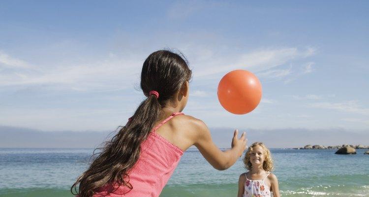 Reforce a contagem por múltiplos de 10 enquanto joga uma bola