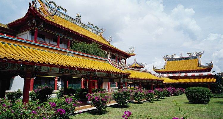 Os omamori podem ser comprados em templos xintoístas e budistas