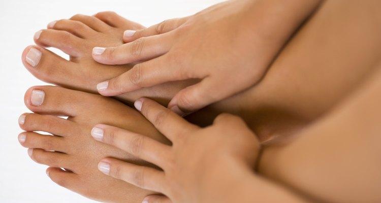 Usa el baño de parafina para suavisar las manos y pies.