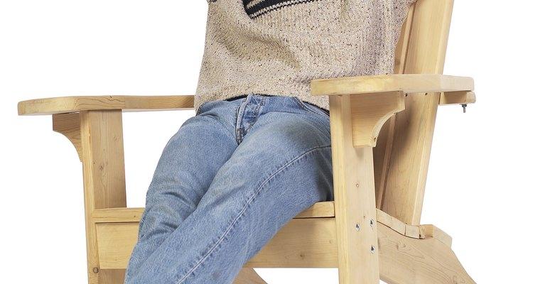 Coloca las patas delanteras en los extremos opuestos de una de las vigas transversales.