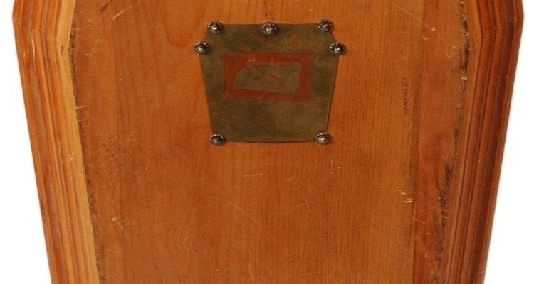 Los ataúdes hechos en casa con pino pueden ser un lugar de descanso económico y personalizado.