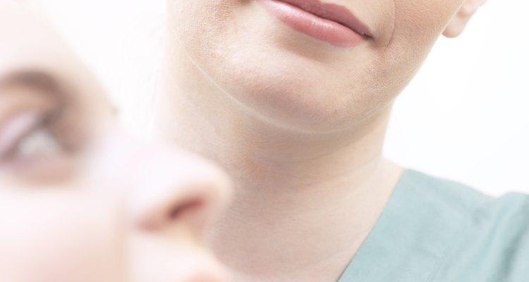 Las lineas blancas indoloras dentro de la boca podrían ser lineas alba.