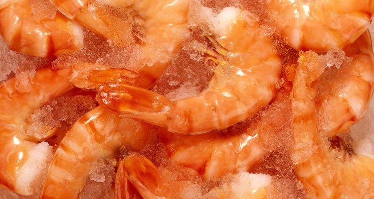 Mantenha o camarão congelado até a hora de cozinhar e servir
