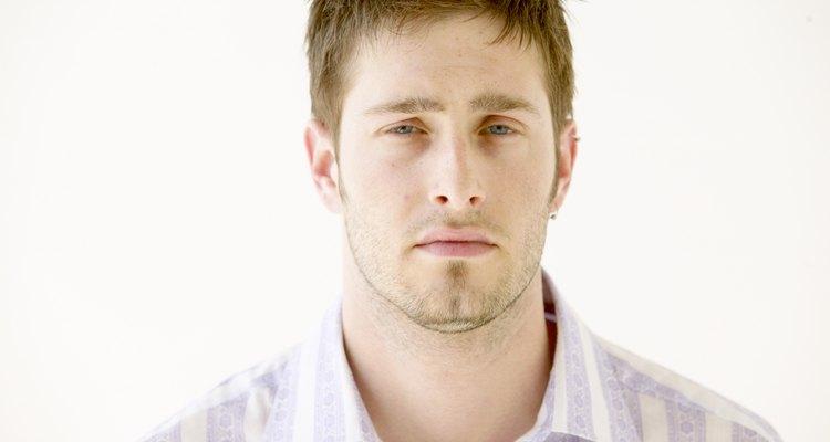 El cabello corto y desordenado funciona con la mayoría de formas de rostro.