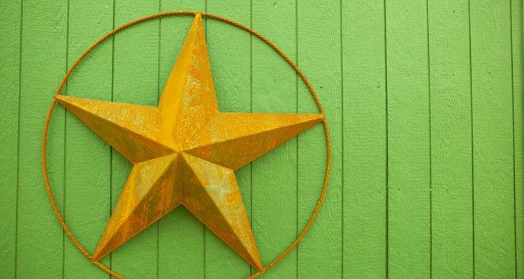 Una estrella de cinco puntas dentro de un círculo se llama pentáculo.