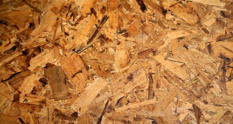 Proteger la madera aglomerada de forma correcta asegura la durabilidad de tu proyecto.