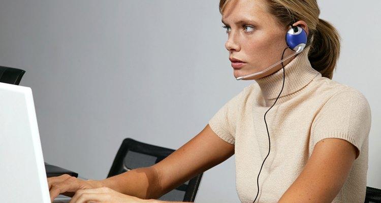 Un buenos auriculares son imprescindibles para este tipo de trabajo.