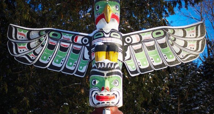 """Puedes ver al """"Thunderbird"""" frecuentemente en los postes de tótem de los nativos norteamericanos."""