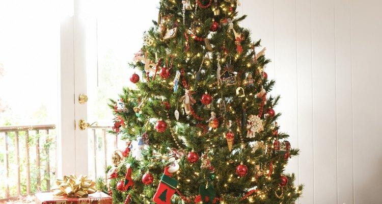 Haz un adorno para la punta del árbol de Navidad.