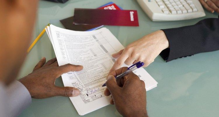 Puedes ser capaz de deducir las comisiones bancarias y gastos de publicidad pagados por tu empresa.