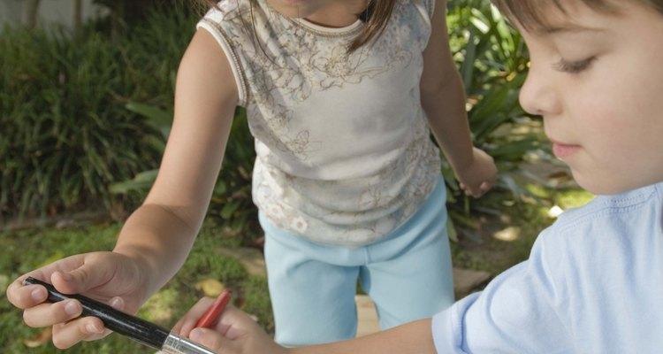 Los niños se llevan a casa las manualidades que ellos mismos realizaron.
