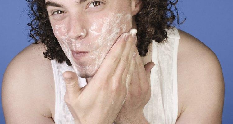 Hazte masajes en el rostro.