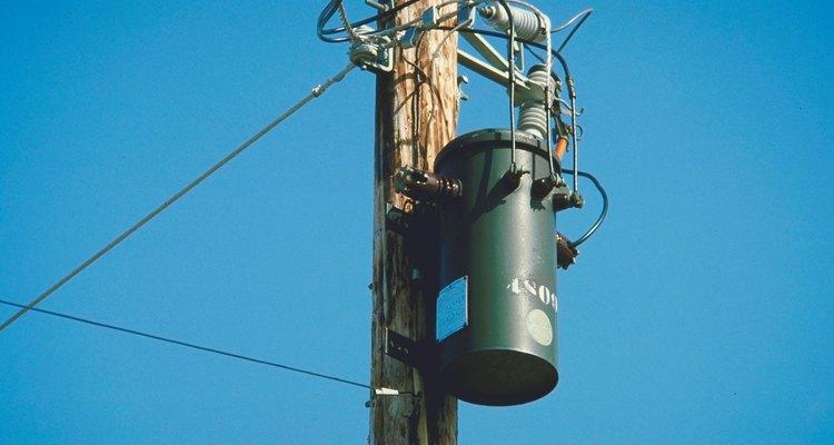 Os transformadores são dimensionados para suportar a carga elétrica