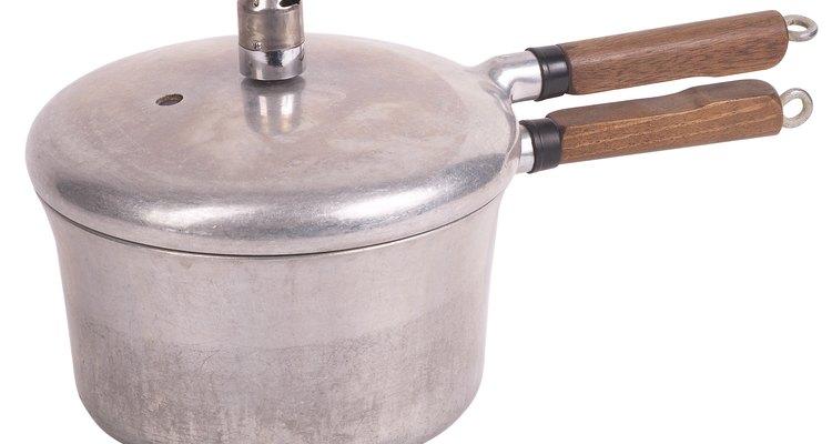 Una olla de presión básica usa el calor del quemador de la estufa.