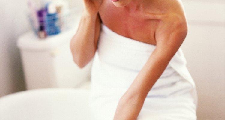 Aprenda a remover piche de uma banheira de plástico