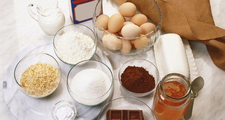 Utiliza harina de almendra en lugar de la harina y miga de pan para darle un impulso saludable a tus platillos.