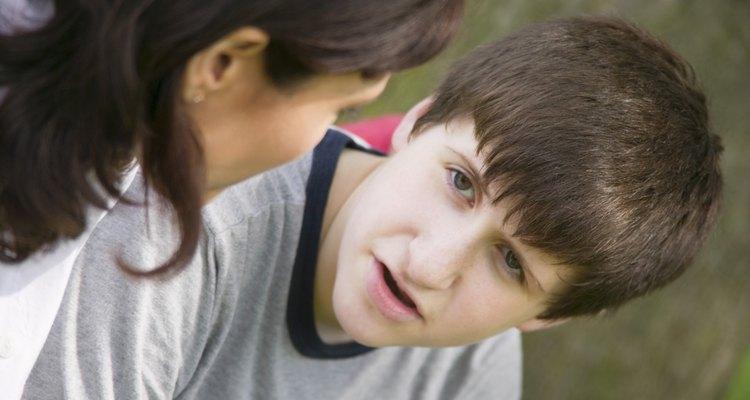 La comunicación constante te ayudará a determinar si tu adolescente puede volverse violento.