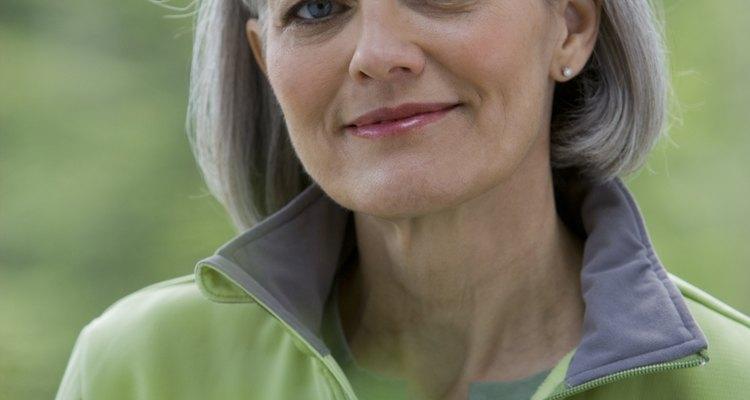 El cabello gris puede ser atractivo, y puedes volverlo platinado gradualmente