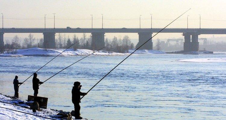 Pesca sobre el Río Angara con pueblerinos, cerca de Irkutsk.