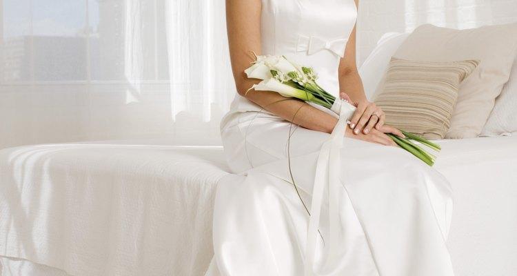 El encaje y el chiffon son delicados pero tienen un aspecto etéreo que muchas novias prefieren.
