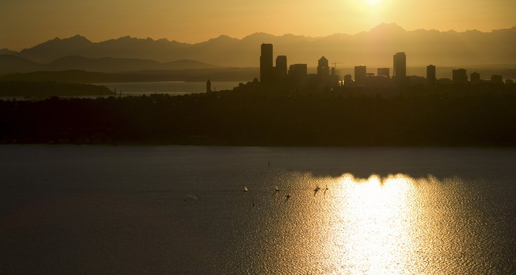 El horizonte de Seattle se puede ver desde Alki Beach.