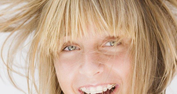La electricidad estática puede hacer que tu cabello se levante.