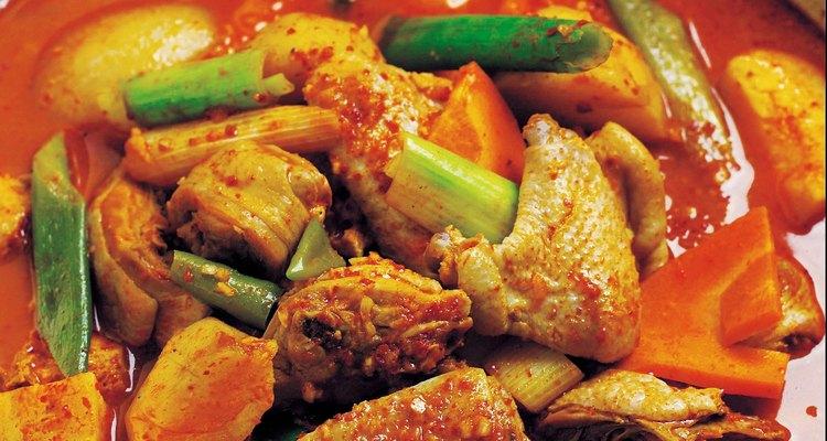 El curry rojo puede acoplarse fácilmente con carne y verduras.