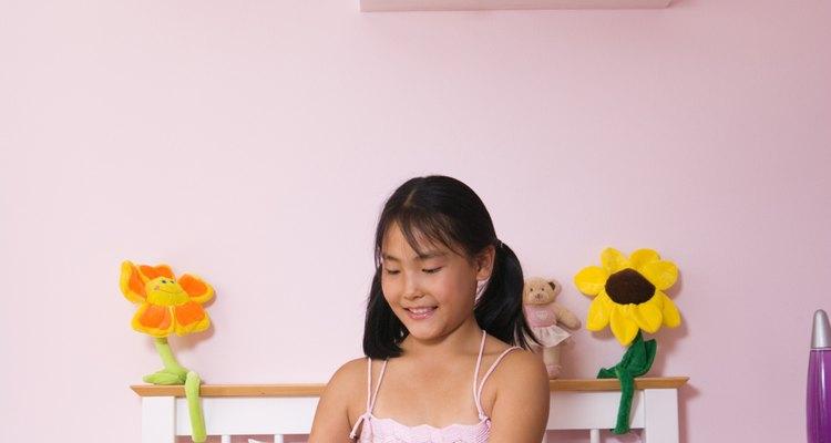 Cómo decorar un dormitorio de manera femenina para una niña de 13 años sin comprar nada.