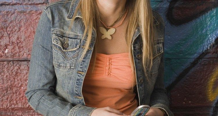 Las chaquetas y  minifaldas de denim fueron populares en los años 80.