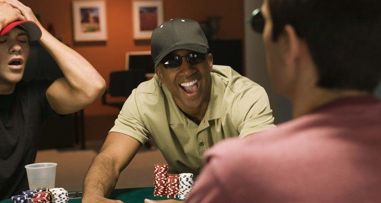 Uma noite de pôker é uma atividade de aniversário divertida