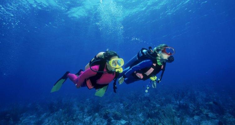 Relógios de mergulho ajudam a cronometrar o oxigênio para que possa voltar à superfície para buscar mais quando necessário
