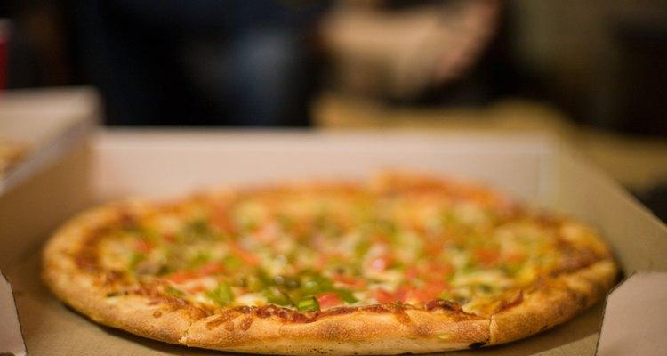 Corte a pizza em 12 fatias quando houver muitas pessoas para comer