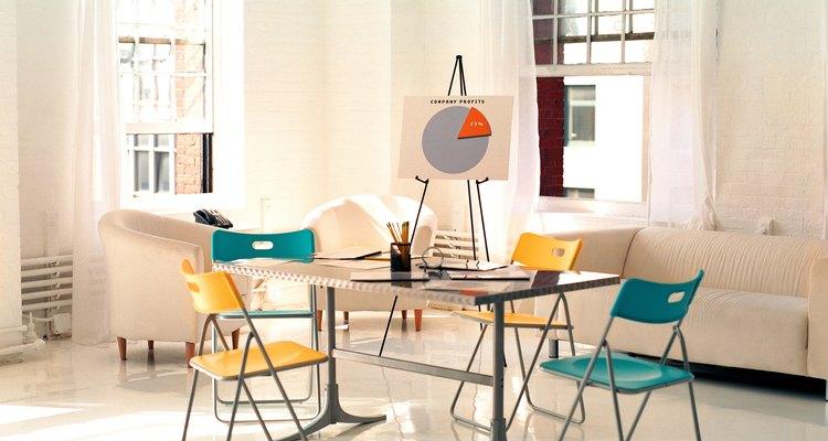 Las habitaciones de formas irregulares requieren una ubicación inusual de los muebles.