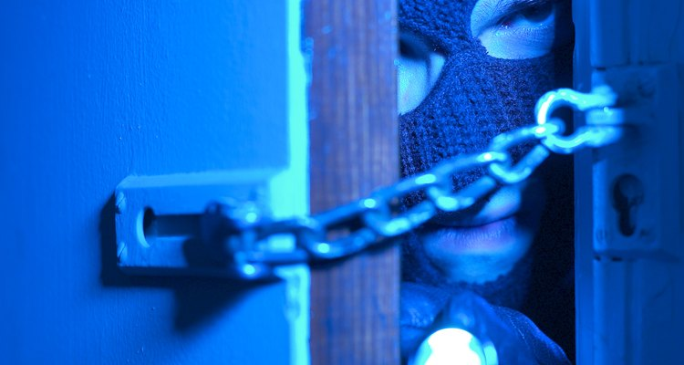 Evita que ladrones potenciales abran tu puerta.