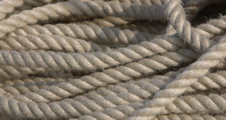 Puedes utilizar cuerda para crear un bozal en caso de emergencias.