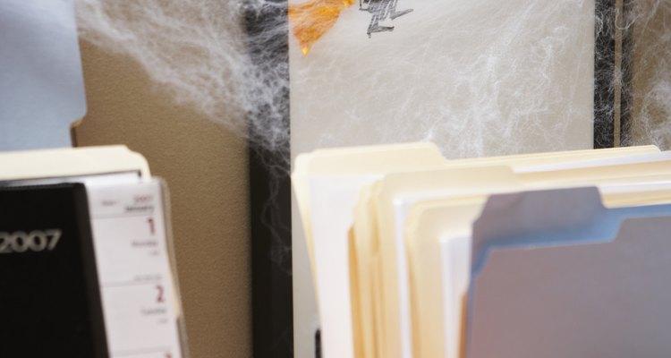 Decore sua casa ou escritório com teias de aranha falsas para o Dia das Bruxas