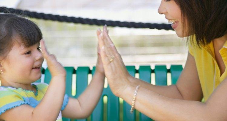 Las actividades que fomentan la conciencia corporal ayudan en el desarrollo de los niños con síndrome de Down.