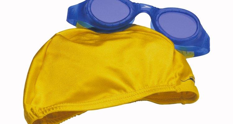 Los gorros de natación están hechos de materiales tales como lycra, silicona y látex.