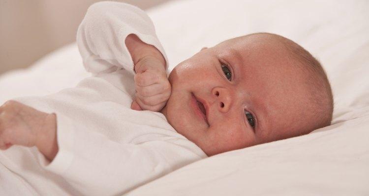Toma precauciones al manejar a tu bebé si estás enfermo.
