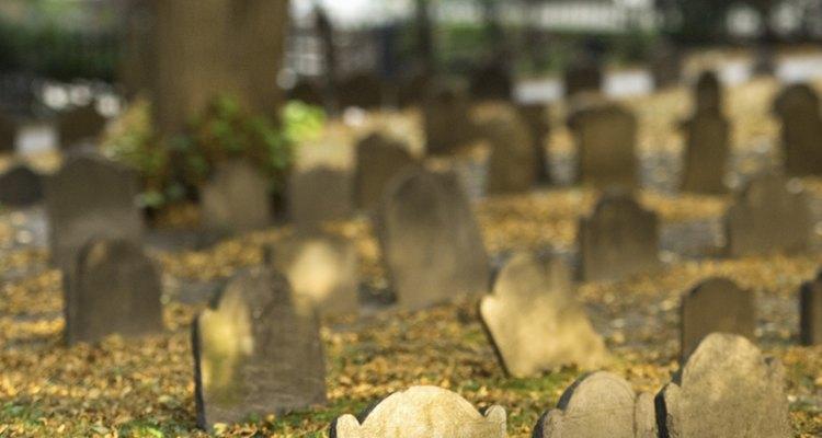 Un epitafio es el conjunto de palabras que se muestran en la lápida de una persona fallecida.