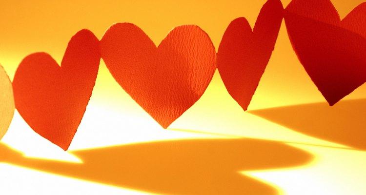 Faça sua própria tira de corações de papel