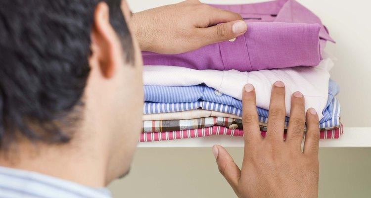 Você pode fixar a tinta em suas roupas, assegurando que as cores se mantenham vibrantes por muito tempo