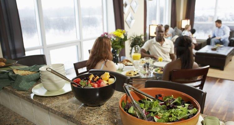 Nas festas americanas, cada participante deve levar um prato para compartilhar com todos